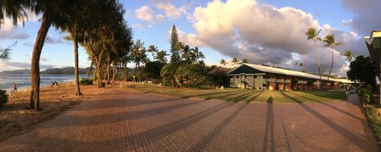 Kauai Shores, an Aqua Hotel: wide-angle view of hotel and the ocean