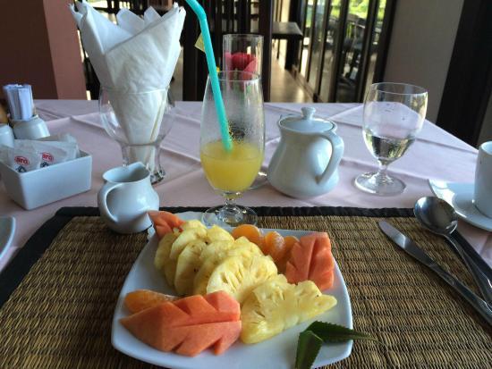 Khao Lak Riverside Resort & Spa: 朝食はフルーツやジュースが美味しい