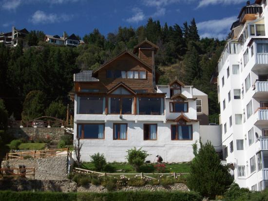 Costas del Nahuel Hosteria: Vista del hotel desde la playa