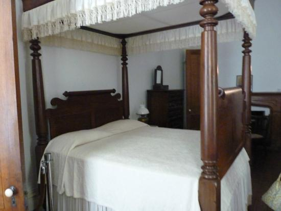 Redcliffe Plantation State : bed
