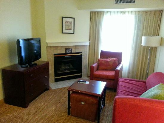 Residence Inn Portland Scarborough: view of the living room in the suite