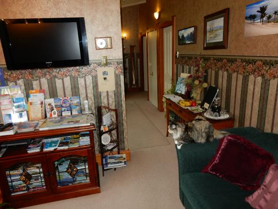 Ambleside Bed & Breakfast: Comfortable sitting inside