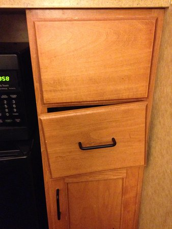 Embassy Suites by Hilton Nashville at Vanderbilt: Drawers