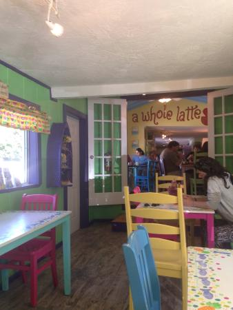 Midway Cafe & Coffee Bar: Quaint inside