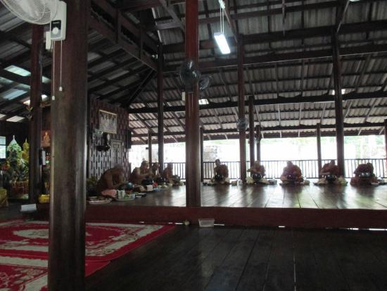 Nong Wua So, Thailand: จริยวัตร ที่ งดงาม เงียบ สงบ เป็นแบบ อย่างที่ดี ซึ่ง ทุกๆคน สามารถ นำกลับมาปฏิบัติใช้ได้อย่างเหม