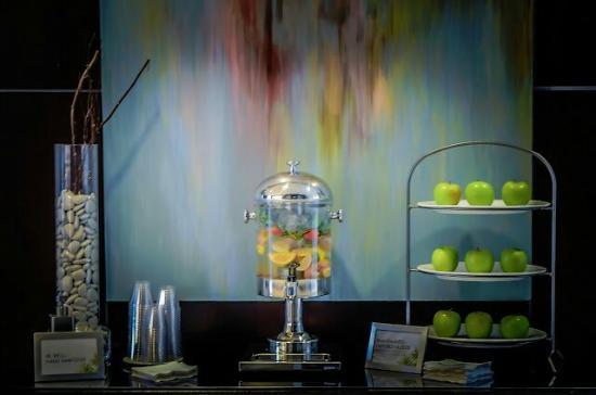 The Westin Richmond: Lobby elixer water