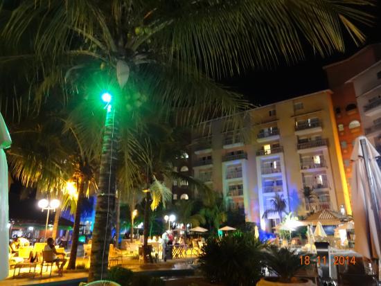 Piscina a noite foto di tuti resort olimpia tripadvisor for Piscina olimpia prezzi