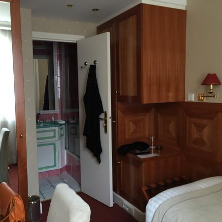 Hotel Le Regent: Single Room-Another view