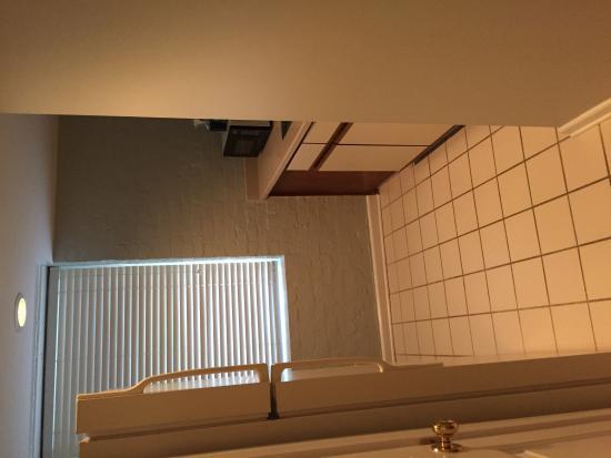 Olde Harbour Inn - River Street Suites : The kitchenette