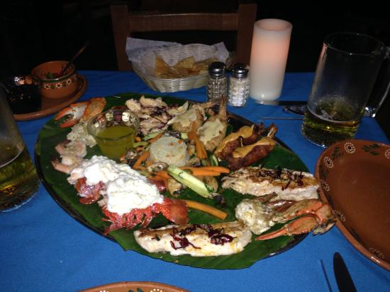 Las Mariscadas: seafood combo for two with lobster