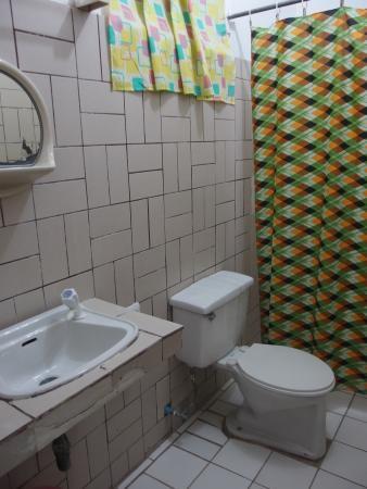 Anemone Resort and Tours, Cebu : bathroom