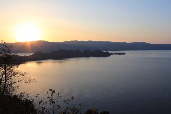 Lake Towada: 夕暮れ