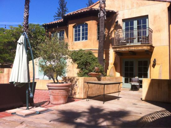 Hotel Los Gatos: Courtyard & pool access from 1st floor suite - nice!