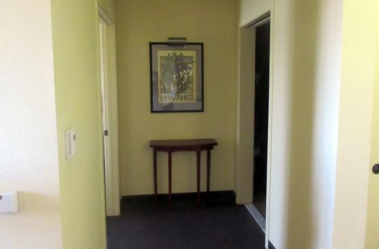 Larkspur Landing Folsom: Hallway, One Bedroom, Larkspur Landing, Folsom, Ca