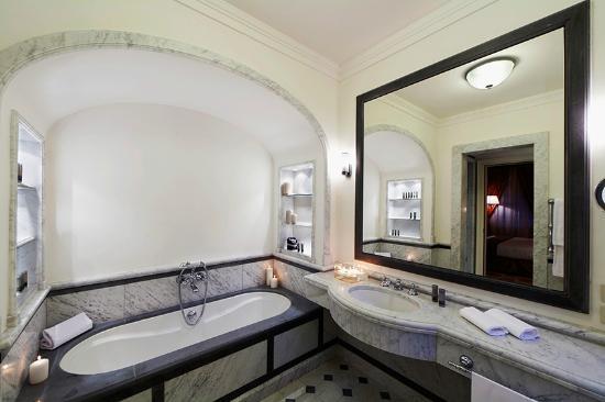 Sala da bagno suite   picture of qc termeroma spa and resort ...