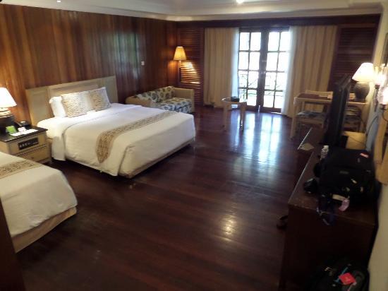 Tiara Labuan Hotel: Hugh room with patio to sea view