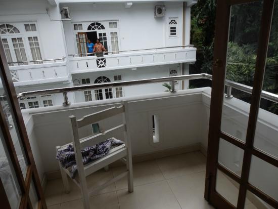 Serene Garden Hotel: Balcony facing opposite block