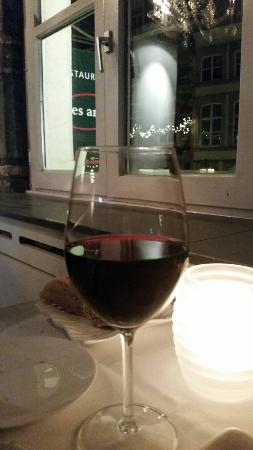 Wijnrestaurant Mes Amis: Enjoying the wine at mes amis