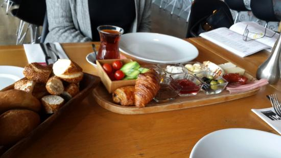 Istanbul Modern: Kahvalti keyfi...