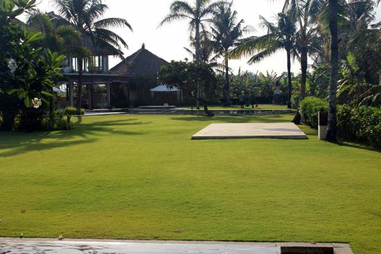 Shalimar Villas: grounds