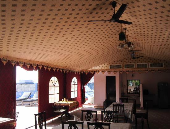 Ikaki Niwas : Tented rooftop dining area