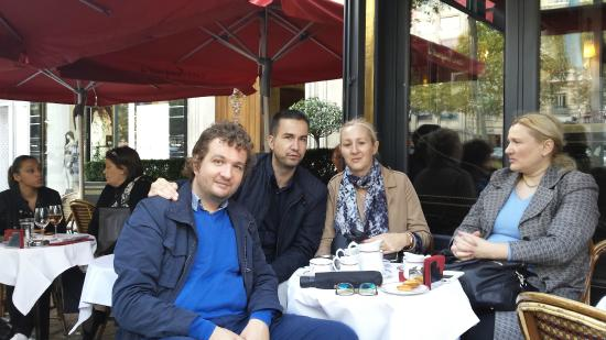 Do You Need To Make Reservations For Restaurants In Paris
