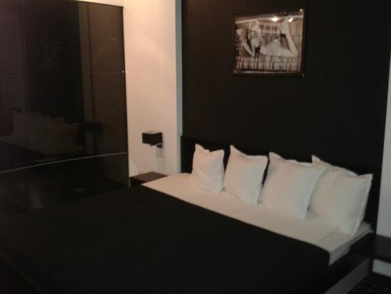 Hotel Fashion: Bed