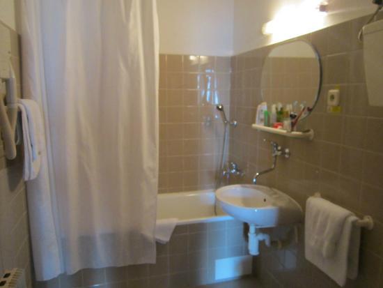 Hotel Meran: Здесь можно прийти в себя после прогулки, продолжая восхищаться Прагой