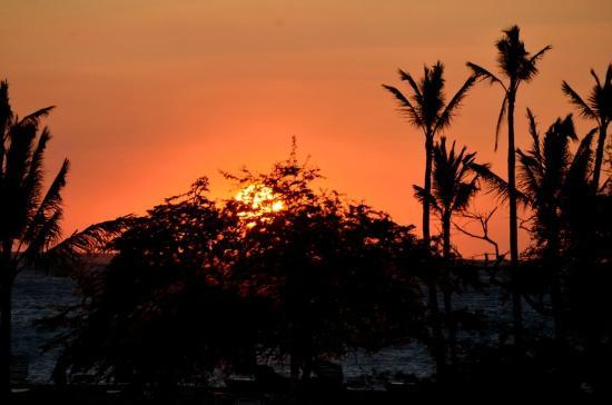Waikoloa Beach Marriott Sunset Luau : Gorgeous sunset