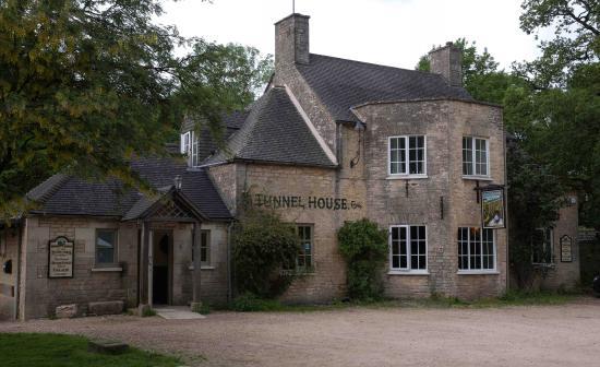 Tunnel House Inn: Historic 17th Century Unique Inn