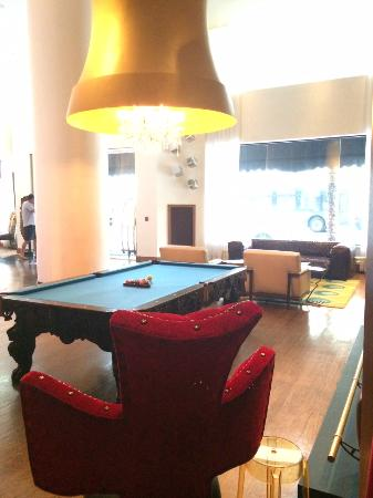 The Saint Hotel, Autograph Collection: Pool Table in Lobby