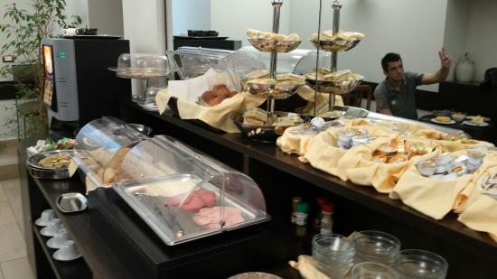 Hotel Select Garden: Buffet de desayuno.
