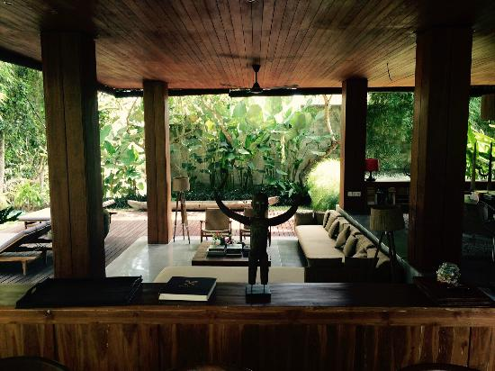 RedDoor Bali Living Room With Super Comfy Lounge Sofa In Front Of Pool