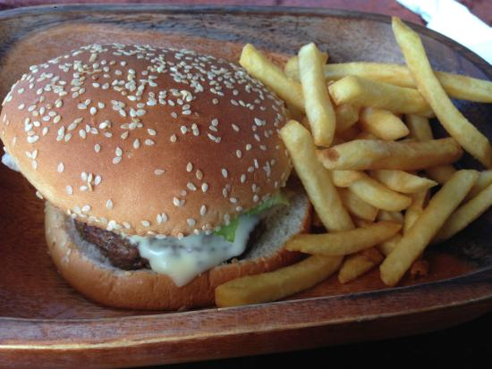 Local House Restaurant: ラクダハンバーガー