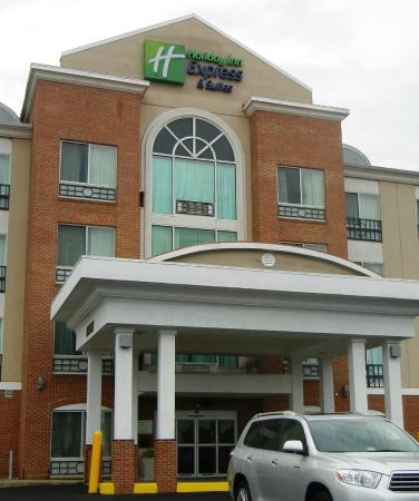 Holiday Inn Express Hotel & Suites: Holiday Inn