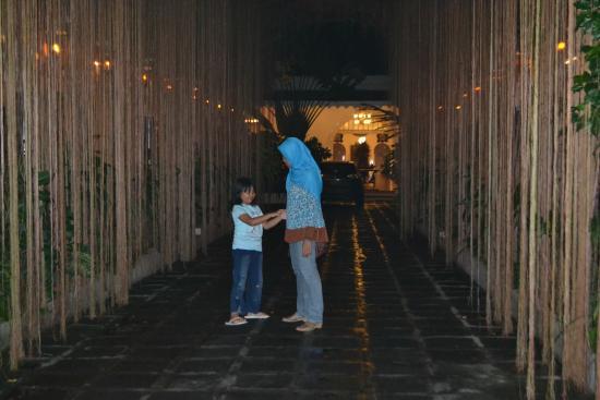 Hotel Tugu Blitar : Pintu masuk hotel