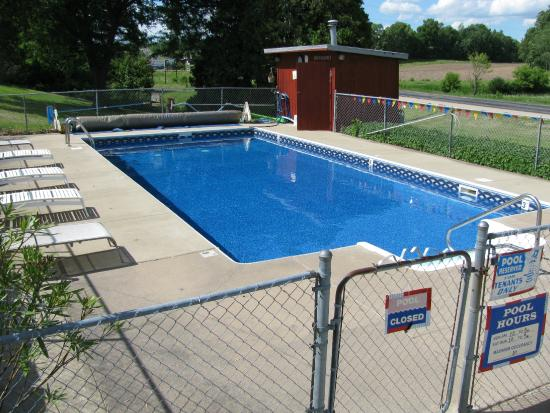 Hickory Hill Motel: Pool