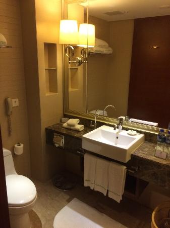 Holiday Inn Yinchuan International Trade Center : Bathroom