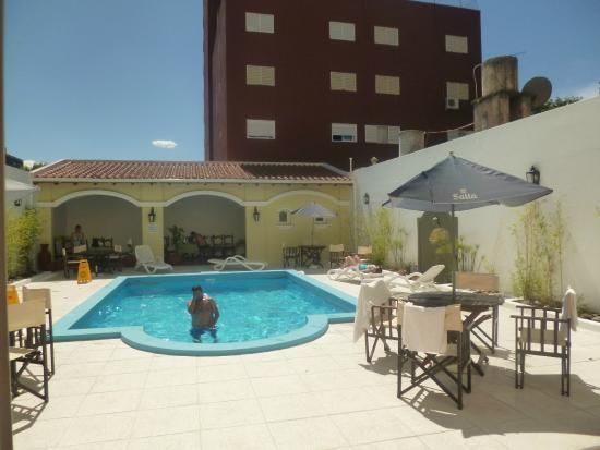 Altos de Balcarce Hotel: Pileta Hermosa !!!!!!!!!y limpia!!