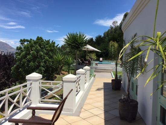 Perle-du-Cap Private Suite Estate: View to pool