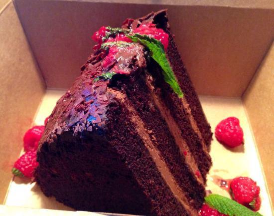Ocean Bar and Grill: Chocolate cake!  Plan to share.