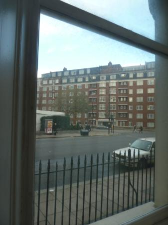 Assaha Hyde Park Apartments: View from our first floor room
