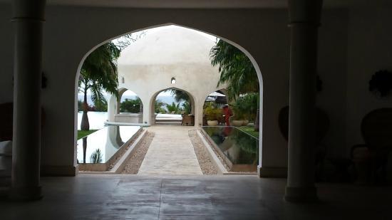Swahili Beach Resort: Binnenplaats, mooie bouw