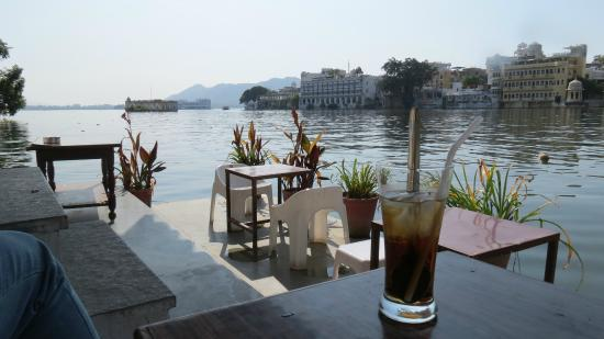 Jheel's Ginger Coffee Bar & Bakery: outdoor seating