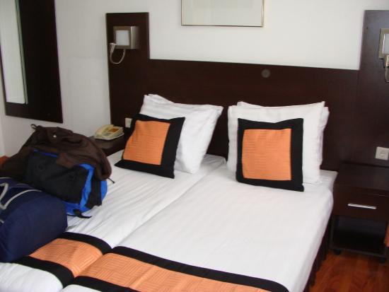 Falcon Plaza Hotel : habitacion