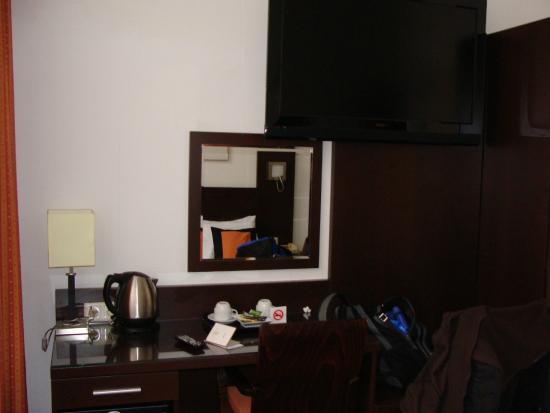 Falcon Plaza Hotel : habitacion 2
