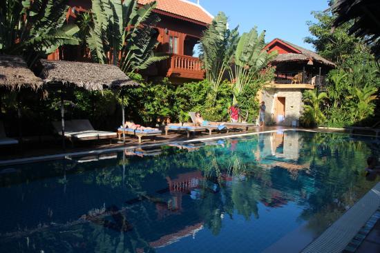 Delux Villa: relaxing pool