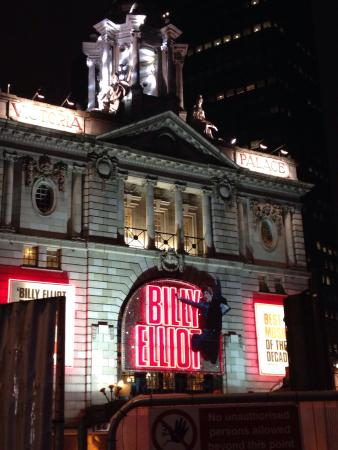 Victoria Palace Theatre: After the show ��