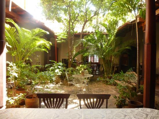 Foto de hotel casa antigua granada patio interior for Casas con patio interior