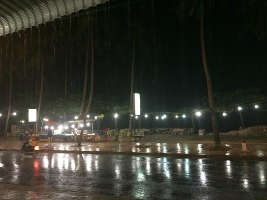 Bo Ke, Be - De 99 : Пошел дождь, и мы спрятались на террасе
